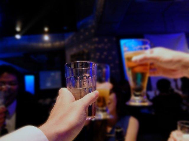 飲み会大好き旦那さん(イメージ)