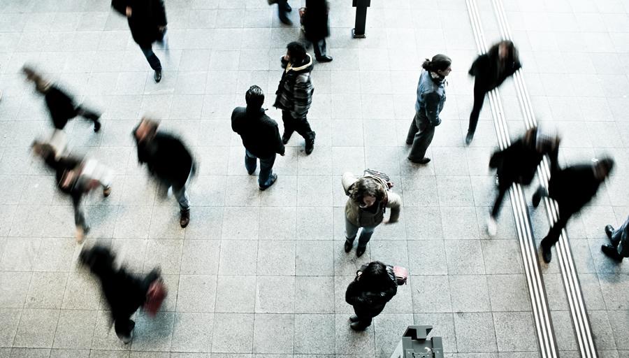 人間関係、仕事、お金、不倫など家出の理由は様々 ※写真はイメージです