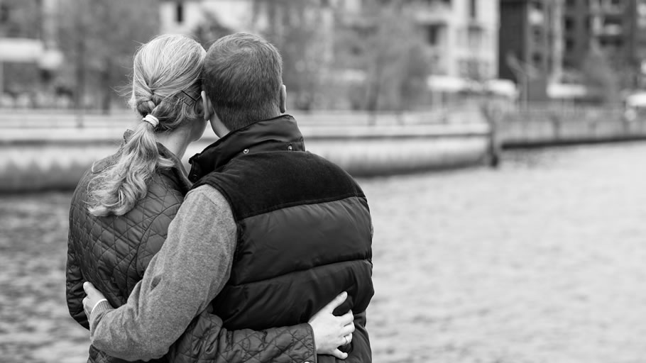 熟年離婚?妻の浮気を思い込む夫(イメージ)
