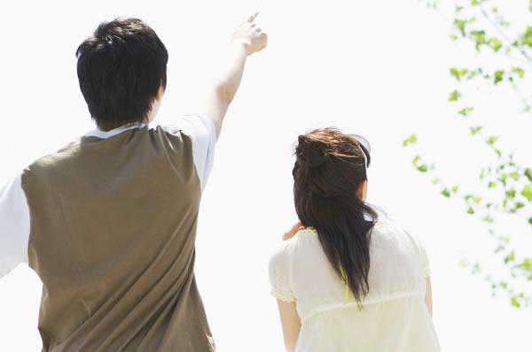 学生結婚の夫婦に浮気の疑い(イメージ)