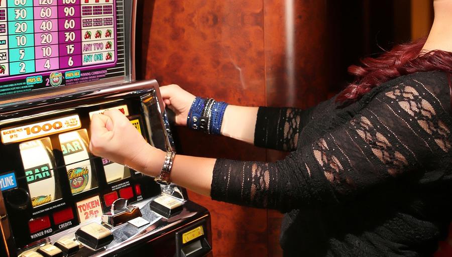 ギャンブル依存症で家計破綻し離婚も(イメージ)