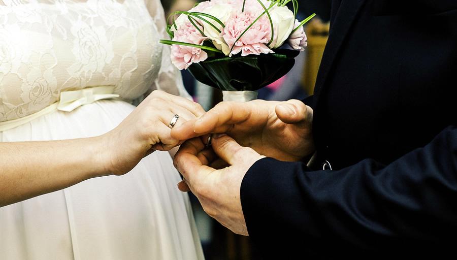 息子さんの幸せの結婚を考え、婚約者の調査をご依頼 ※写真はイメージです