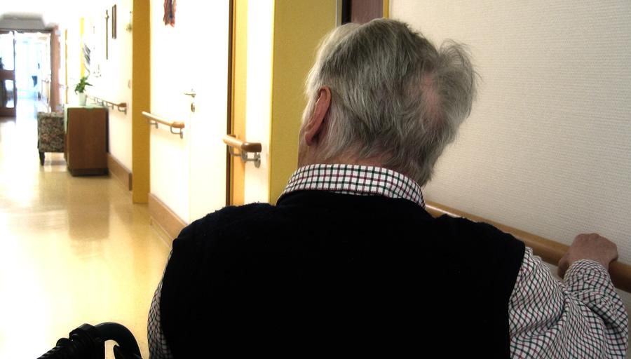 遠方の実家に一人暮らしの父が不安 ※写真はイメージです